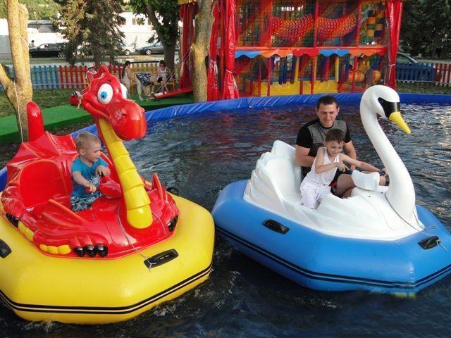 детская лодка лебедь